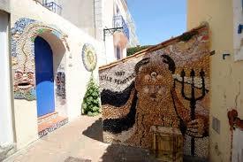 S'il y a bien un quartier haut en couleur et original, tout proche de la plage des Sables d'Olonne : Le quartier de l'Ile Penotte