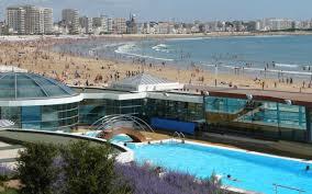 Pour le plaisir de l'eau , bénéficiez de la piscine balnéo du Calme des Pins ou de la piscine d'eau de mer des Sables d'Olonne