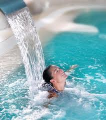 A l'hôtel Calme des Pins, ressourcez vous dans cette très belle piscine balnéo couverte et chauffée