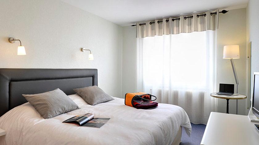 Chambre moderne à l'hôtel proche des plages