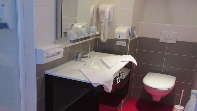 salle de bains Chambre triple Les Sables d'Olonne