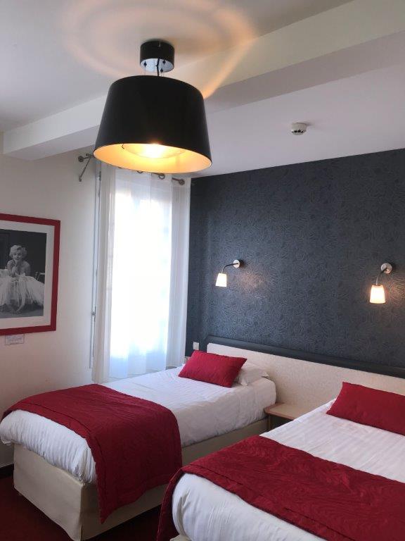 chambre lit double aux Sables d'Olonne