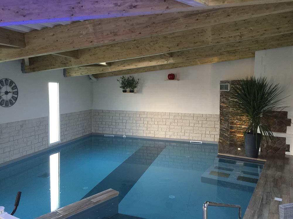 piscine intérieur de l'hôtel aux Sables d'Olonne
